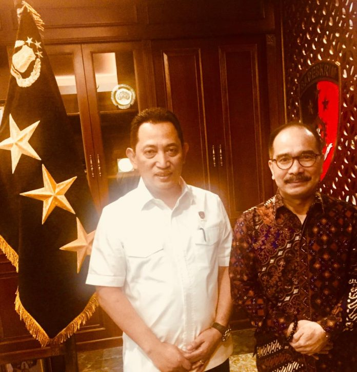 Penulis : Firman Jaya Daeli (Ketua Dewan Pembina Puspolkam Indonesia ; Mantan Komisi Politik & Hukum DPR-RI ; Pernah Menjadi Dosen Tamu Sespimmen & Sespimti Polri)