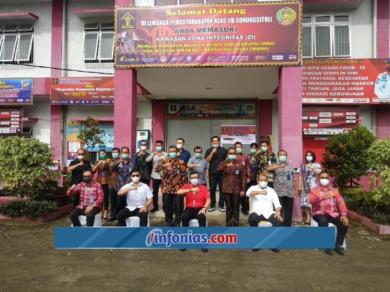Foto : Menkumham (Prof. Yasonna H Laoly) Bersama Kalapas Gunungsitoli (Soetopo Berutu)