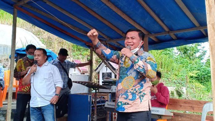 Foto : Alinuru Laoli (Ketua Tim Pemenangan Paslon Aroli) Bersama Yabati Zai (Politisi Partai Gerindra)